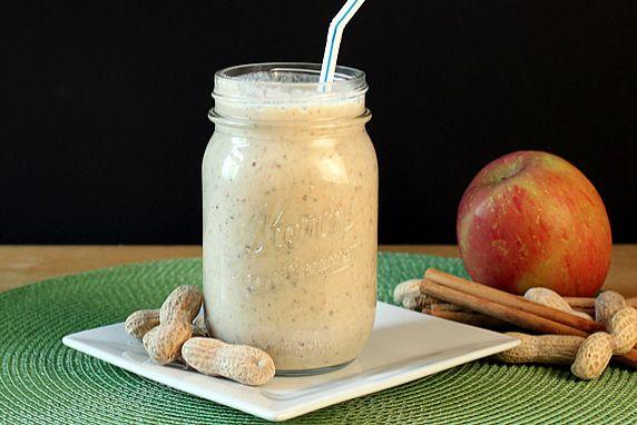 almás földimogyorókrémes smoothie